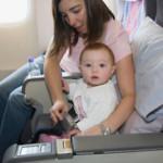 Dicas para viajar de avião com o bebê