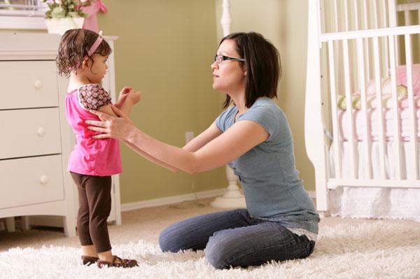 mãe falando com o filho