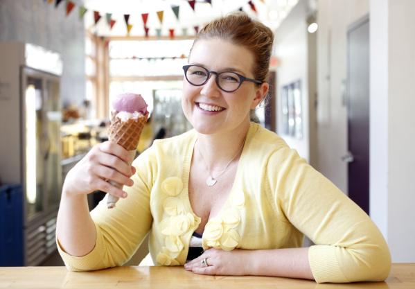 mulher empreendedora sorvete